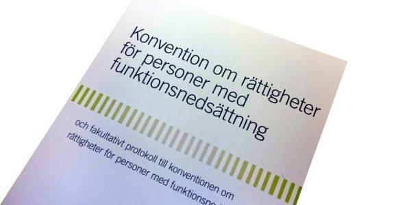 Framsidan av Funktionsrättskonventionen på svenska
